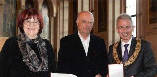 OB Peter Feldmann verleiht Ehrenplakette an Dietrich Wilhelm Dreysse (Foto: Felix Wachendörfer)