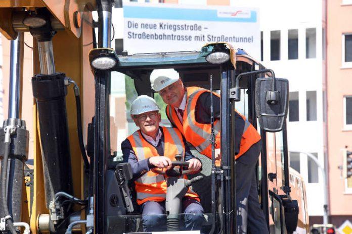 v.l.: Minister Winfried Hermann und Oberbürgermeister Dr. Frank Mentrup (Foto: Ministerium)