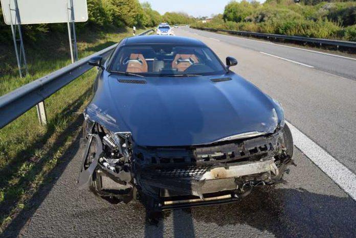 Unfallflucht auf der A62 - Die Polizei sucht Zeugen um den Unfallhergang zu klären