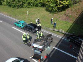 Hier endet die Crash-Fahrt des Unfallverursachers - Nur durch viel Glück wurde Niemand verletzt