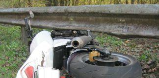 Beschädigtes Motorrad an der B39