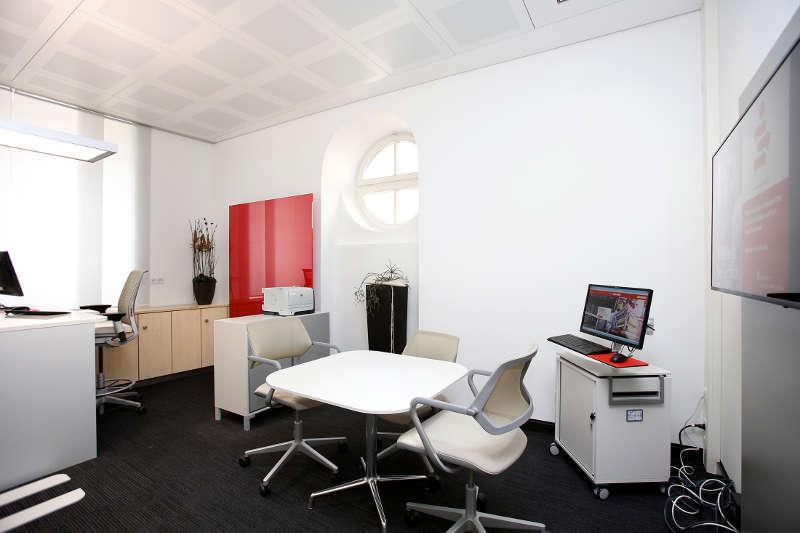Auch die Beratungsräume erstrahlen in neuem Glanz.  Foto: Sparkasse Südliche Weinstraße