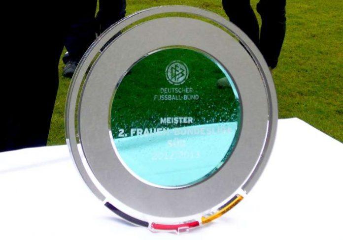 Meisterschale der 2. Bundesliga (Foto: Hannes Blank)