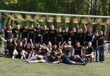 Die Fußballer der SG 1919 Limburgerhof feiern den Meistertitel (Foto: SG Limburgerhof)