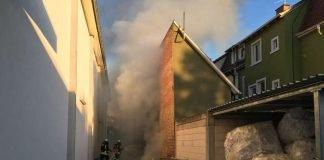 Abfall zwischen zwei Gebäuden war in Brand geraten (Foto: Ralf Mittelbach)