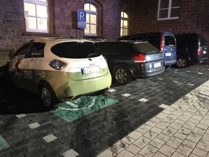 Zerstörte Fahrzeuge auf dem Campus (Foto: Stadt Bruchsal)
