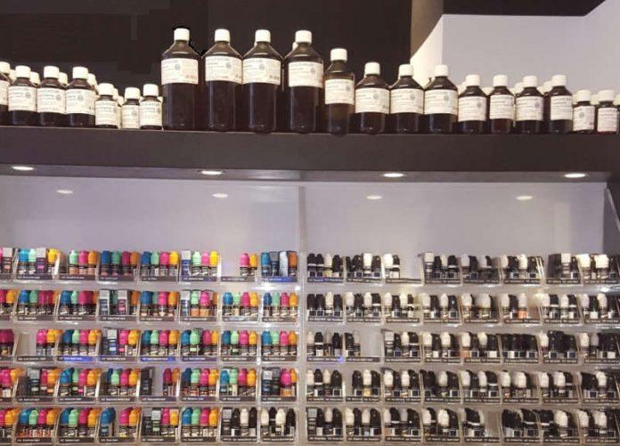 Die angebotene Produktpalette in einem Geschäft für E-Zigaretten. (Foto: Regierungspräsidium Darmstadt)