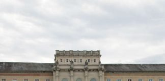 Am ersten Mai-Wochenende wartete vom Stephan- über den Kirchplatz St. Stephan bis zum Friedrichsplatz eine bunte Frühlingslandschaft mit Angeboten für alle Sinne auf die zahlreichen Gäste, die, am sonnigen Samstag und trotz wechselhaften Wetters am Sonntag, die Einkaufs- und Erlebnisstadt Karlsruhe in vollen Zügen genossen. (Foto: Stadtmarketing Karlsruhe GmbH)