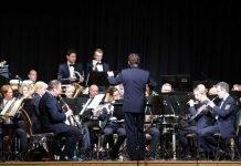 Das Landespolizeiorchester Rheinland-Pfalz (Leitung: Stefan Grefig) beim Benefizkonzert in Bobenheim-Roxheim (Foto: Holger Knecht)