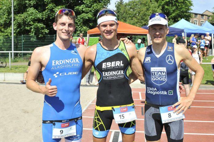 Die drei ersten Männer beim Mußbach Triathlon, BASF Triathlon Cup 2017. (Foto: PIX-Sportfotos /Michael Ruffler)