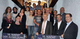 Bei einem Vorbereitungstreffen mit Vertretern der teilnehmenden Unternehmen und den Job-Füxen der Schulen wurde im Ratskeller der Stadt das neue Werbeplakat präsentiert (Foto: Stadtverwaltung Bad Kreuznach)