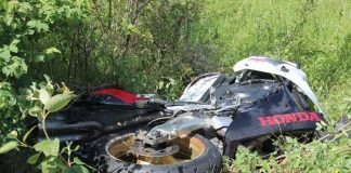 Bei dem Unfall brach das Motorrad auseinander