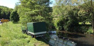 Die Feuerwehren Olsbrücken, Otterberg-Otterbach und Sulzbachtal sicherte das Gespann und bargen die Ladung aus der Lauter: Fässer, Getränkekisten und -flaschen