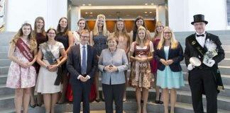 Die Hoheiten aus der Südpfalz zusammen mit der Bundeskanzlerin Dr. Angela Merkel und dem Bundestagsabgeordneten Dr. Thomas Gebhart. (Foto: Bundesregierung / Jochen Eckel)