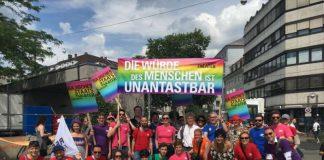 Das STAATSTHEATER zeigte Flagge (Foto: Badisches Staatstheater Karlsruhe)
