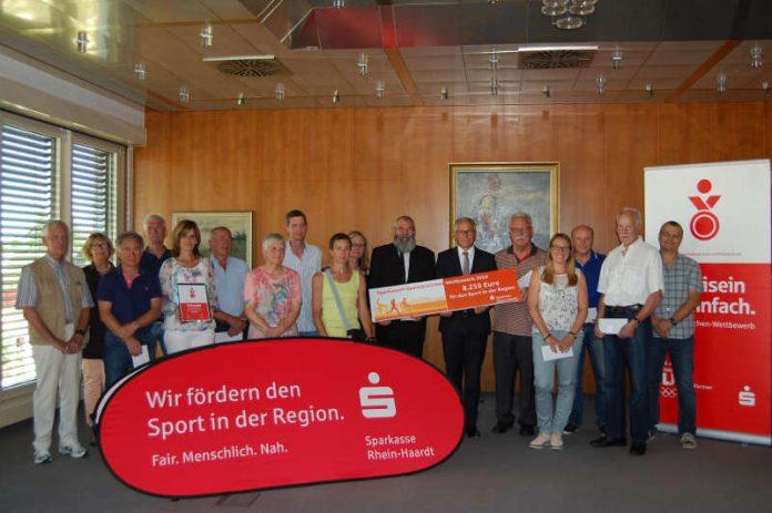 10 Schulen und Vereine aus dem gesamten Landkreis, Neustadt und Frankenthal wurden mit insgesamt 6.000 Euro an Preisgelder bedacht. (Foto: Sparkasse Rhein-Haardt)