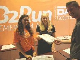 Die Teamkapitäne haben sich ihre Startnummern für den Lauf schon abgeholt (Foto: Infront B2RUN GmbH)