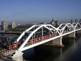 S-Bahn Baureihe ET 425 von Mannheim nach Ludwigshafen auf der Rheinbrücke (DB AG/Manfred Rinderspacher)
