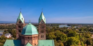 Dom zu Speyer; Blick von der Aussichtsplattform auf den Ostteil mit Querhaus und Osttürmen (Foto: Conny Conrad © der pilger)