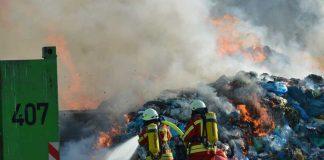 Brand auf der Müllhalde - Die Feuerwehr Bruchsal im Einsatz
