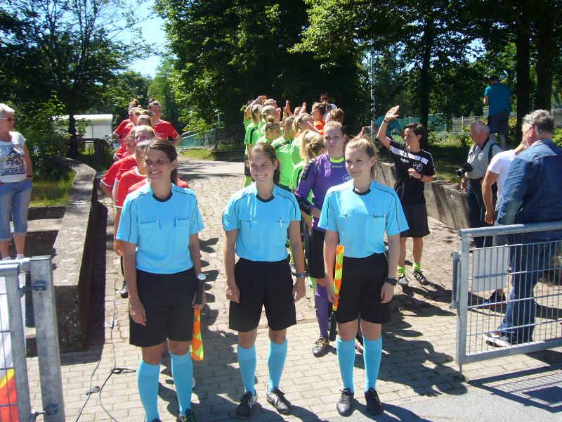 Schiedsrichterinnen beim jüngsten bfv-Verbandspokalfinale (Foto: Hannes Blank)