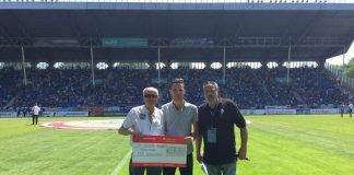 Bonuszahlung SV Waldhof Mannheim; Horst Kilian, Rouven Ettner, Stadionsprecher Waldhof Mannheim. (Foto: Badischer Fußballverband)