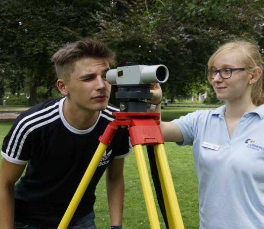 Ist die Vermessung ein Berufsfeld für mich ? Schülerinnen und Schüler konnten sich bei den Geolympischen Sommerspielen informieren.