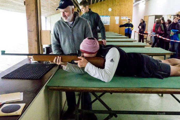 Liegend schießen mit dem Kleinkalibergewehr (Foto: FV Sportfreunde Forchheim)