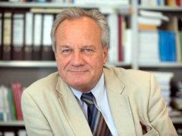 Professor Dr. Rolf Arnold