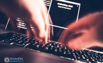 """Falls Sie beim Surfen im Internet plötzlich eine Nachricht auf dem Bildschirm erhalten und der Computer angeblich wegen """"illegaler Aktivitäten"""" gesperrt wurde und Sie nun eine """"Geldstrafe"""" zahlen müssten, damit er wieder freigeschaltet wird - VORSICHT! Hier sind Betrüger am Werk!"""