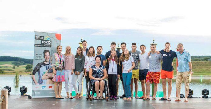 Sommerathleten begrüßen das Team Pyeongchang Metropolregion Rhein-Neckar auf der Seebühne der Badewelt Sinsheim. (Foto: Team Tokio Metropolregion Rhein-Neckar)
