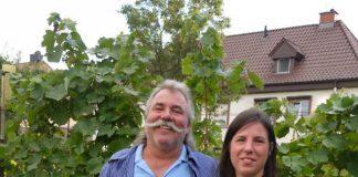 Weinlehrpfadführer Karl Hahn und Tochter Sandra (Foto: i-Punkt Edenkoben)