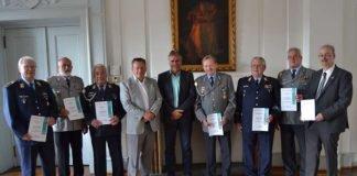 Ehre, wem Ehre gebührt: Beigeordneter Rudi Klemm (5.v.l.) empfing die Mitglieder der Reservistenkameradschaft Landau im Rathaus. (Foto: Stadt Landau in der Pfalz)