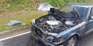 Der Motorraum brannte in voller Ausdehnung (Foto: Presseteam der Feuerwehr VG Lambrecht)