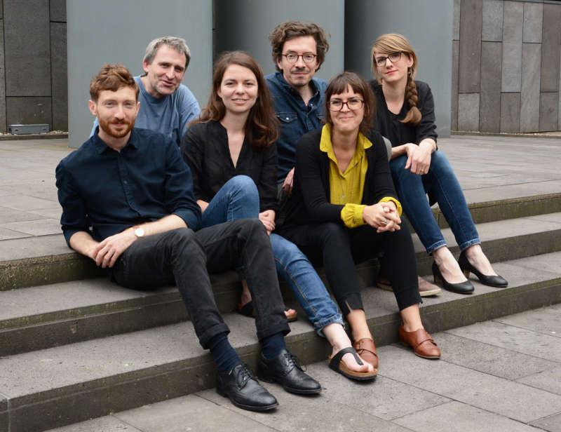 Das Kuratorenkollektiv 2017 (v.l.: Boaz Levin, Florian Ebner, Christin Müller, Fabian Knierim, Kathrin Schönegg, Kerstin Meincke)  (Foto: Biennale für aktuelle Fotografie)