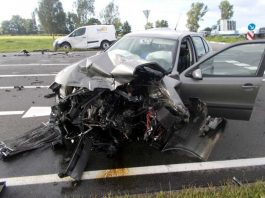 Der PKW wurde bei dem Unfall völlig zerstört