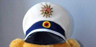 Polizeistoffbär mit Kinderschutzpass