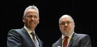 Vereidigung von Rainer Guth (links) durch seinen Vorgänger Winfried Werner zum Landrat (Foto: Helmut Dell)
