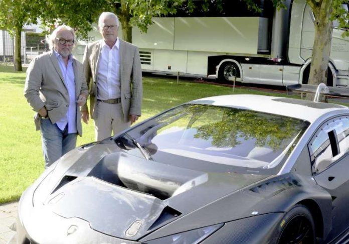 Namensgeber Keke Rosberg und Teamchef Arno Zensen mit dem ersten Lamborghini des Rennstalls (Foto: ADAC Motorsport)