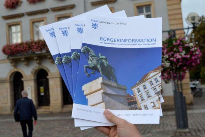 Moderner Look, umfassende Infos: Die Stadt Landau hat ihre Bürgerinformationsbroschüre neu aufgelegt. (Foto: Stadt Landau in der Pfalz)