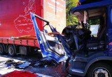 Aus diesem Führerhaus musste der Fahrer verletzt geborgen werden