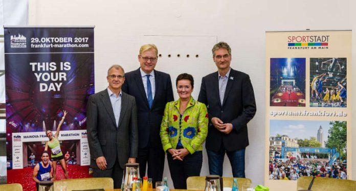 Pressekonferenz zum GreenMarathon mit Jo Schindler (Renndirektor), Markus Frank (Stadtrat), Rosemarie Heilig (Stadträtin), Hans-Georg Danner (Umweltforum Rhein-Main) (Foto: Mainova Frankfurt Marathon)