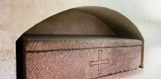 Der Steinsarg von Heinrich V. im Speyerer Dom (© Domkapitel Speyer, Foto: Andreas Lechtape)