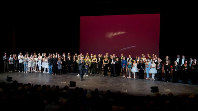 Ensemble des STAATSTHEATERS (Foto: Felix Grünschloß)