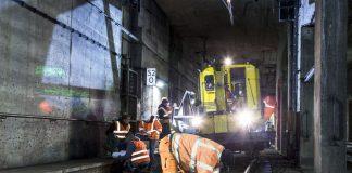 Arbeiter und Bauzug im Tunnel (Foto: © RMV - Jana Kay