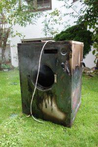 Der durch den Brand zerstörte Wäschetrockner (Foto: Feuerwehr Wiesbaden)