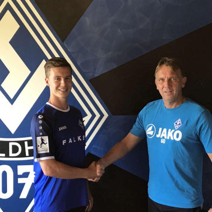 Jesse Weippert und Cheftrainer Gerd Dais (Foto: SV Waldhof)