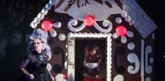Ks. Carolyn Frank (Knusperhexe), Hye-Sung Na (Gretel) (Foto: Annemone Taake)