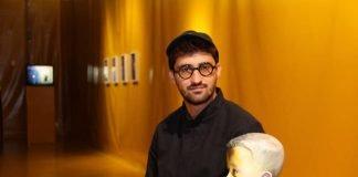 Ersan Mondtag in der Ausstellung 'I Am A Problem' im MMK 2 (Foto: Stadt Frankfurt/ Stefan Maurer)