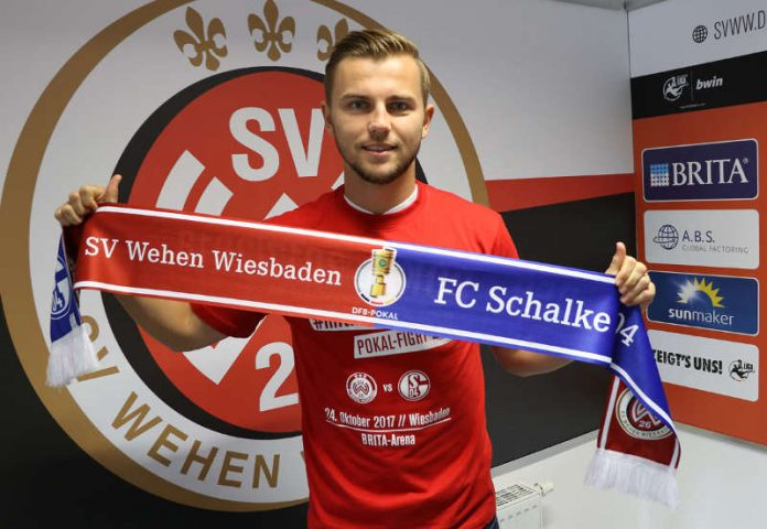 SVWW-Kapitän David Blacha mit dem DFB-Pokal-Schal und –Shirt (Foto: svww.de)